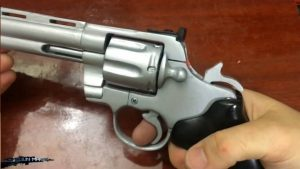 如何用纸板制作一把仿真左轮手枪 (1)