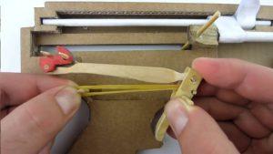 如何用纸板制作一把m4冲锋枪 (6)