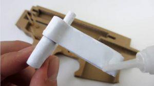 如何用纸板制作一把m4冲锋枪 (8)