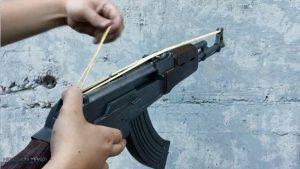 如何用纸板制作一把连发橡皮筋的纸板玩具枪wgog943 (12)