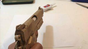 用纸板制作玩具手枪 (1)